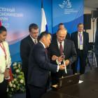 Президент Монголии вручил национальный монгольский нож Президенту Российской Федерации